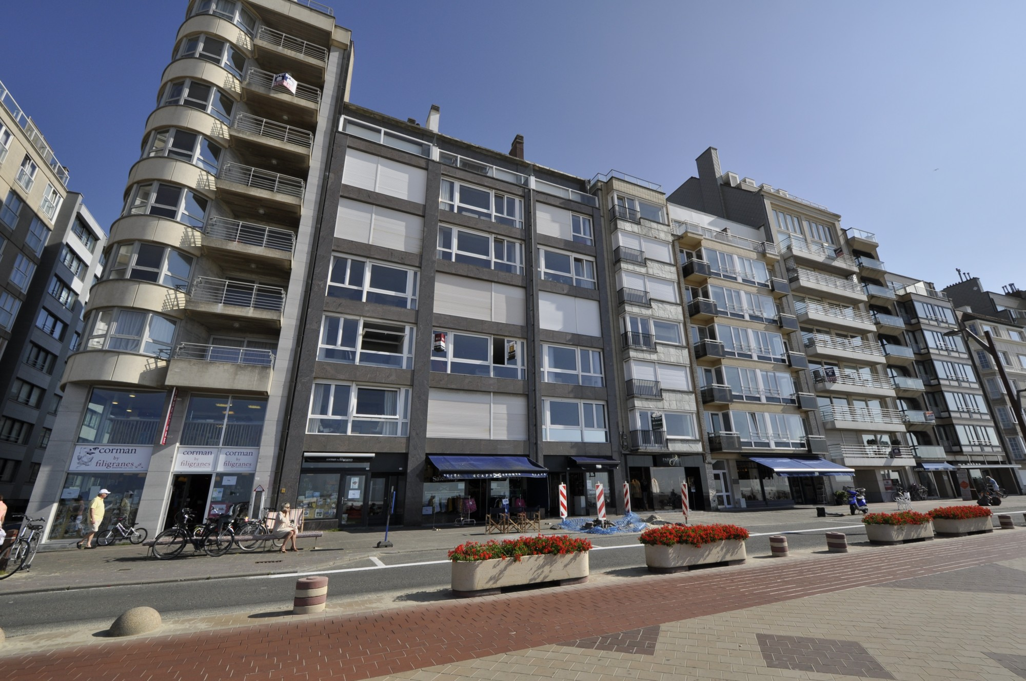 Locations commerces agence immobili re prestige knokke for Locations agences immobilieres